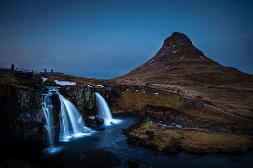 Kirkjufellsfoss waterval in IJsland van Marcel Alsemgeest