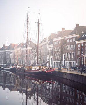 Hoge der A: Boot in de mist van Hessel de Jong