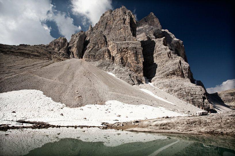 Mirror Lake Dolomites Italy sur Ellen van Drunen