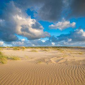 Nuages néerlandais au-dessus de la plage sur Michel Knikker