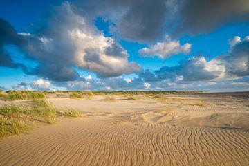 Hollandse wolkenlucht boven het strand van Michel Knikker