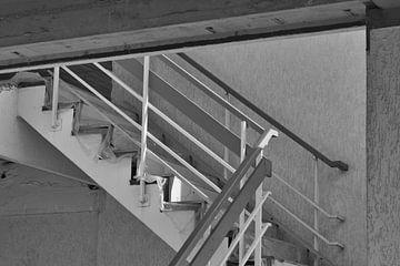 De trappen op naar boven van J..M de Jong-Jansen