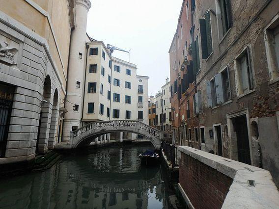 Straatje in Venetië van Robin van Tilborg