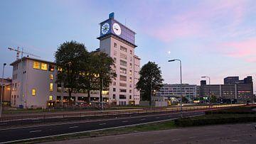 Klokgebouw Eindhoven bij zonsondergang van Jeroen Knippenberg