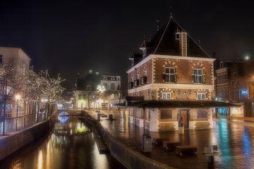 Leeuwarden bij nacht. van Piet Haaksma