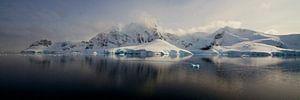 Zee-ijs voor de kust van Antarctica van