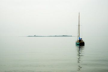 In der Ferne... Tatihou, Normandie..... von Annelies Martinot