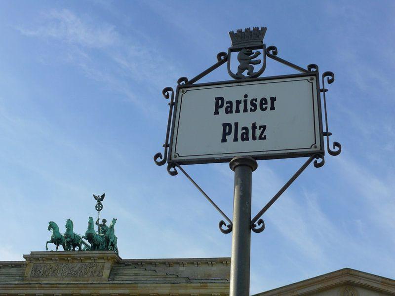 Pariser Platz, Quadriga on the Brandenburg Gate van Barbara Hilmer-Schroeer