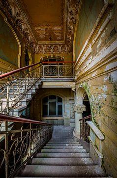 Treppenhaus in einer bunten Villa von Inge van den Brande