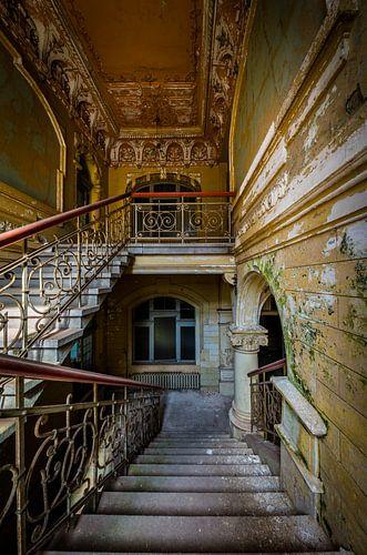 Trap in kleurrijke villa van Inge van den Brande