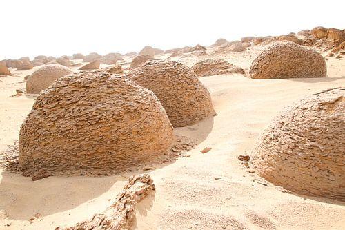 Mysterieuze bollen in de woestijn