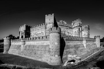Het Middeleeuwse kasteel van Medina del Campo, Noord Spanje, in zwart wit van Harrie Muis