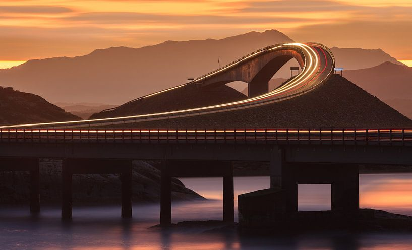 De Atlantische Oceaan Road voor zonsopgang, Noorwegen van Henk Meijer Photography