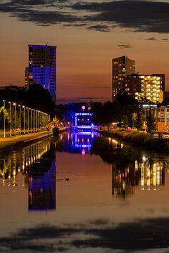 Oranje lucht en blauwe brug Eindhovensch Kanaal van Noud de Greef
