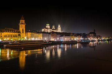De stad Passau in Beieren bij nacht van Animaflora PicsStock