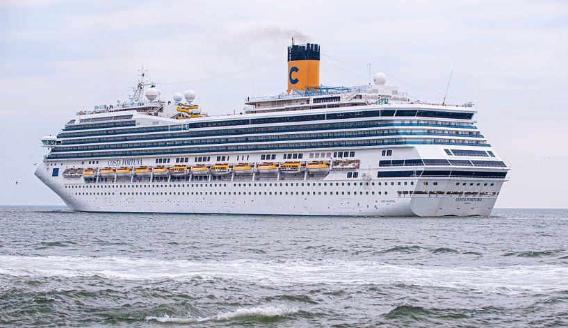 Cruiseship Costa Fortuna van Brian Morgan