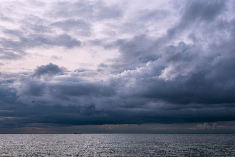 Wolken an der Ostseeküste bei Meschendorf von Rico Ködder