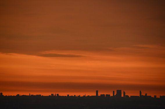 Prachtige Zonsondergang boven Den Haag en Delft van Marcel van Duinen