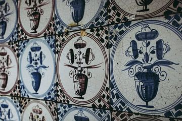 Antieke Twentse bloempot tegels achter de open haard van Twentse Pracht