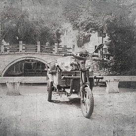 Scooter en Chine noir et blanc sur Anouschka Hendriks