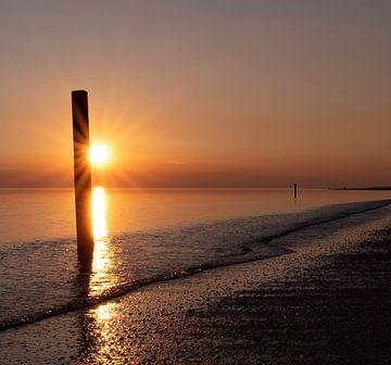 Sonnenuntergangs-Strand Rockanje von Marjolein van Middelkoop
