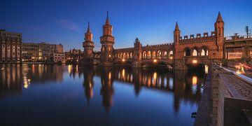 Oberbaumbrücke in Berlin als Panorama von Jean Claude Castor