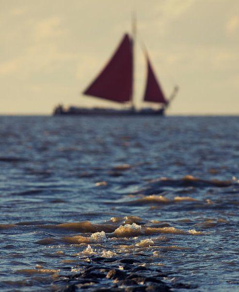 Een tjalk onder de Friese kust
