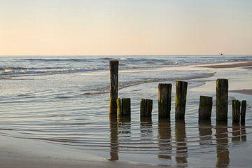 Wellenbrecher  in das Meer von Barbara Brolsma