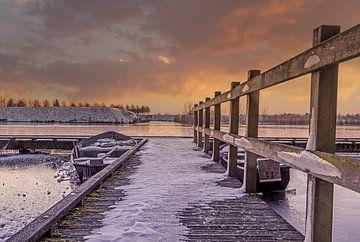 Boten vastgevroren in het ijs in Heusden van Tonny Verhulst