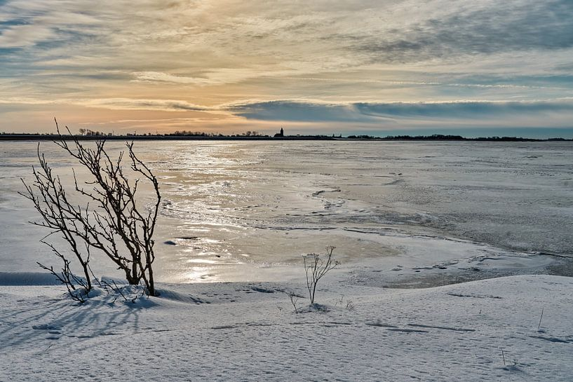 Bevroren waddenzee bij Oosterland op Wieringen van eric van der eijk