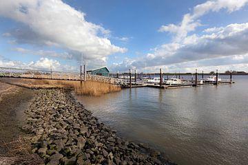Klein haventje op rivier De Lek bij Ammerstol van Peter de Kievith Fotografie