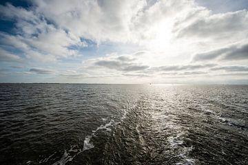 Waddenzee bij hoog water. van Brian Morgan
