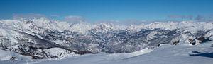 Panorama van bergtoppen Ecrins in de winter