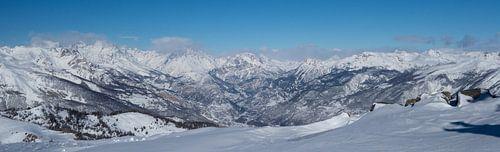 Panorama van bergtoppen Ecrins in de winter van