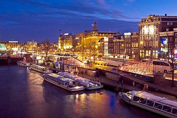 Amsterdam de nuit aux Pays-Bas sur Nisangha Masselink