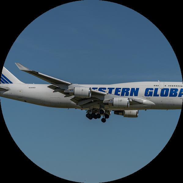 Boeing 747-400 Van Western Global Airlines (vrachtmaatschappij) in de landing op de Kaagbaan bij Sch van Jaap van den Berg