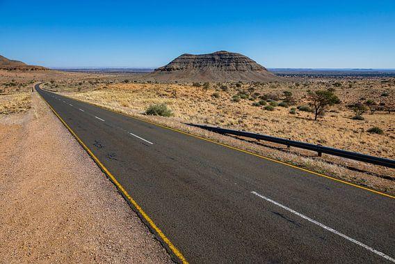 Weg door het binnenland van Namibië