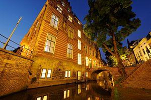 Paushuize aan de Kromme Nieuwegracht in Utrecht (2)