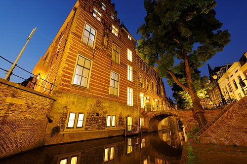 Paushuize aan de Kromme Nieuwegracht in Utrecht (2) von Donker Utrecht