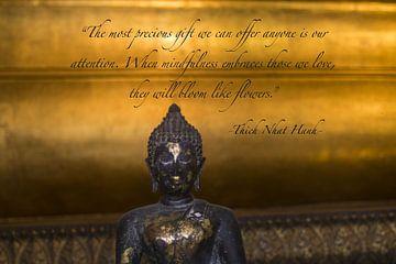 Boeddha -Gouden achtergrond met Quote van Misja Vermeulen