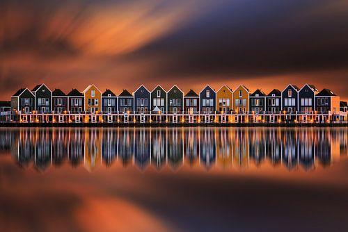 De huizen van Houten bij zonsondergang van Martin Podt