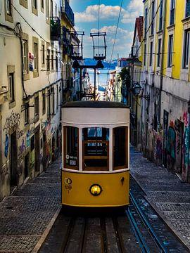 Straßenbahn in Lissabon, Portugal von Nynke Altenburg