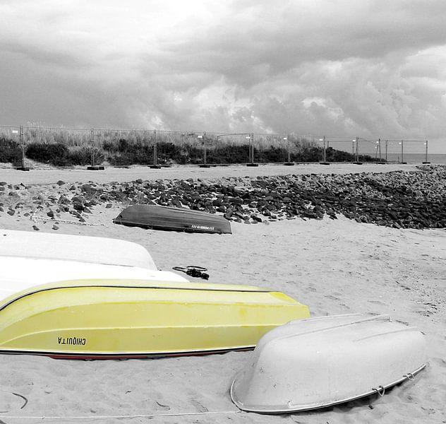 Slaapboten Part-2a of Yellow Somewhere van Pia Schneider