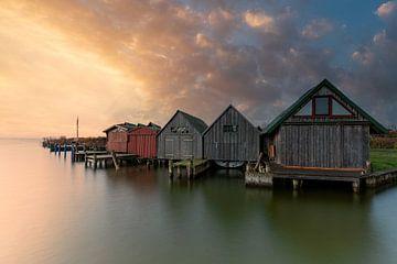 Bootshäuser im Hafen Ahrenshoop zum Sonnenaufgang von Tilo Grellmann | Photography