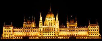 Parlementsgebouw Boedapest in de avond van