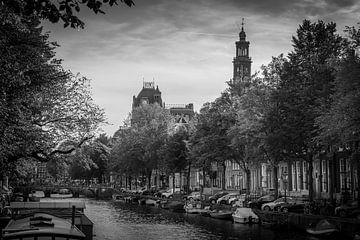 Amsterdam Canal in Black and White van Raymond Voskamp