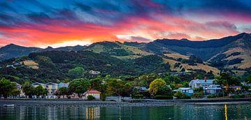 Zonsopkomst bij Akaroa Nieuw Zeeland van Rietje Bulthuis