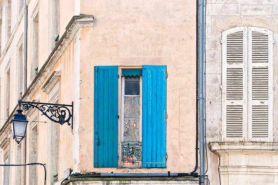 Franse gevel met blauwe luiken van Anouschka Hendriks