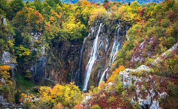Wasserfall im Herbst Plitvice im Nationalpark, Kroatien von Rietje Bulthuis