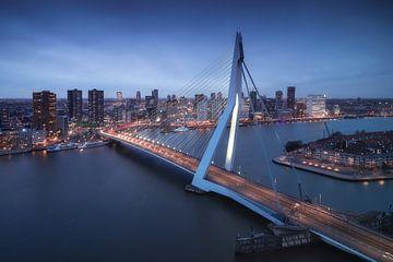 Erasmusbrug - Skyline Rotterdam van Vincent Fennis